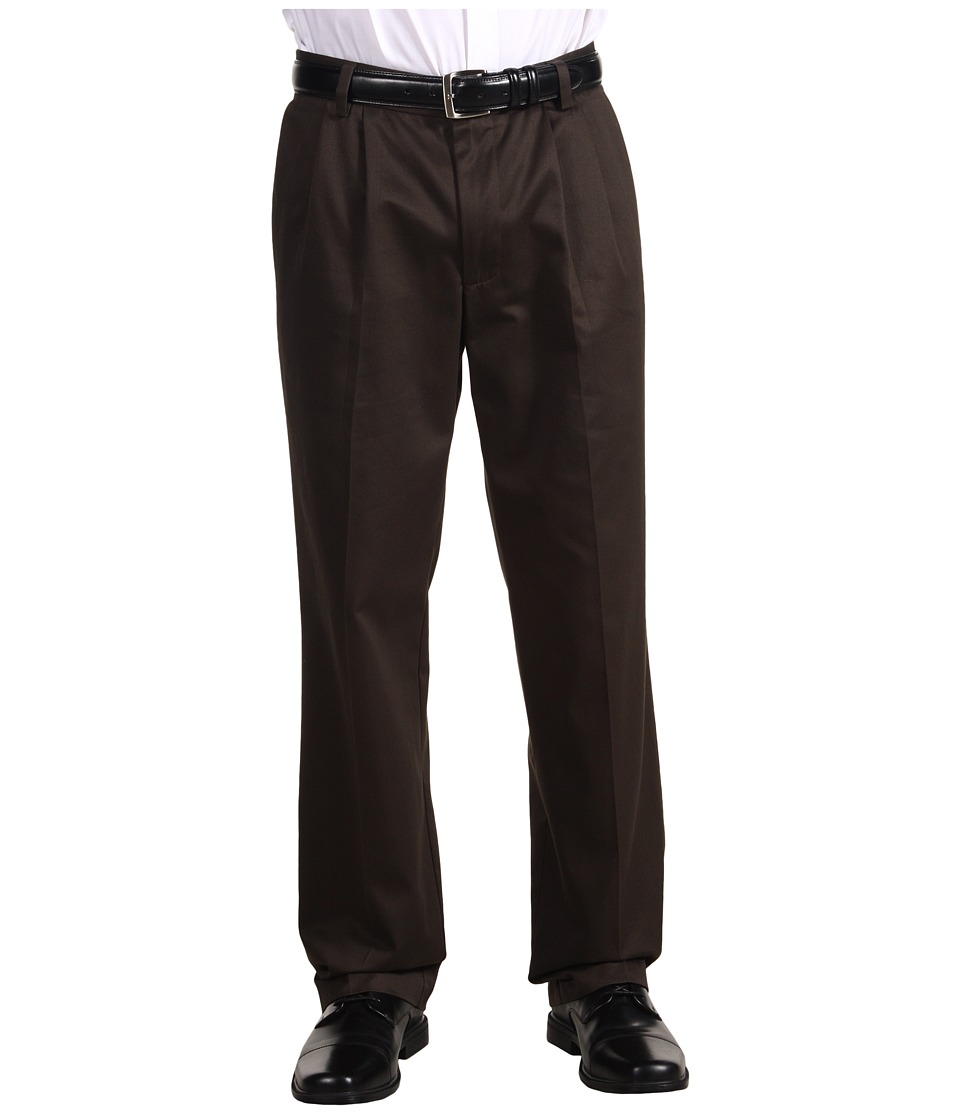 Dockers - Signature Khaki D3 Classic Fit Pleated (Coffee Bean) Men's Casual Pants