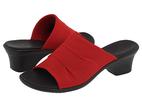 Munro American - Traci (Red Fabric) Women's Sandals