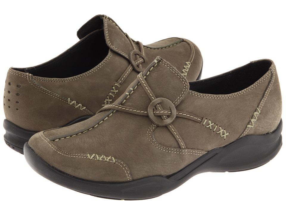 Clarks - Wave.Run (Olive Nubuck) Women's Shoes