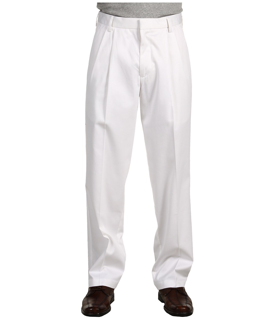 Dockers Men's - Signature Khaki D3 Classic Fit Pleated (White) Men's Casual Pants