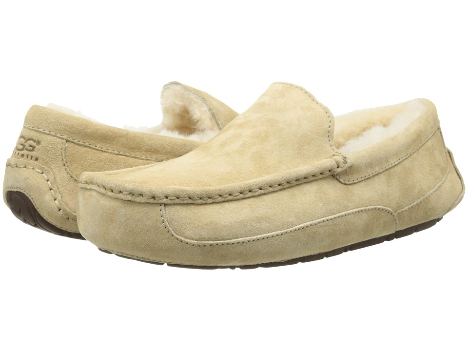 UGG - Ascot (Sand Suede) Men's Slippers