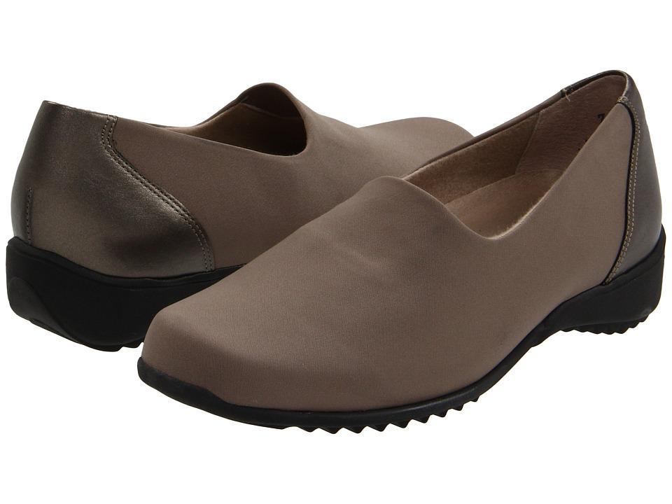 Munro - Traveler (Stone Stretch Fabric) Women's Slip on Shoes