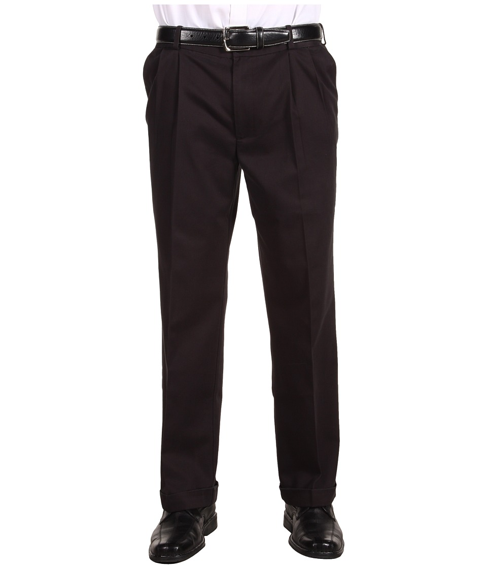 Dockers Men's - Comfort Waist Khaki D3 Classic Fit Pleated (Black) Men's Casual Pants