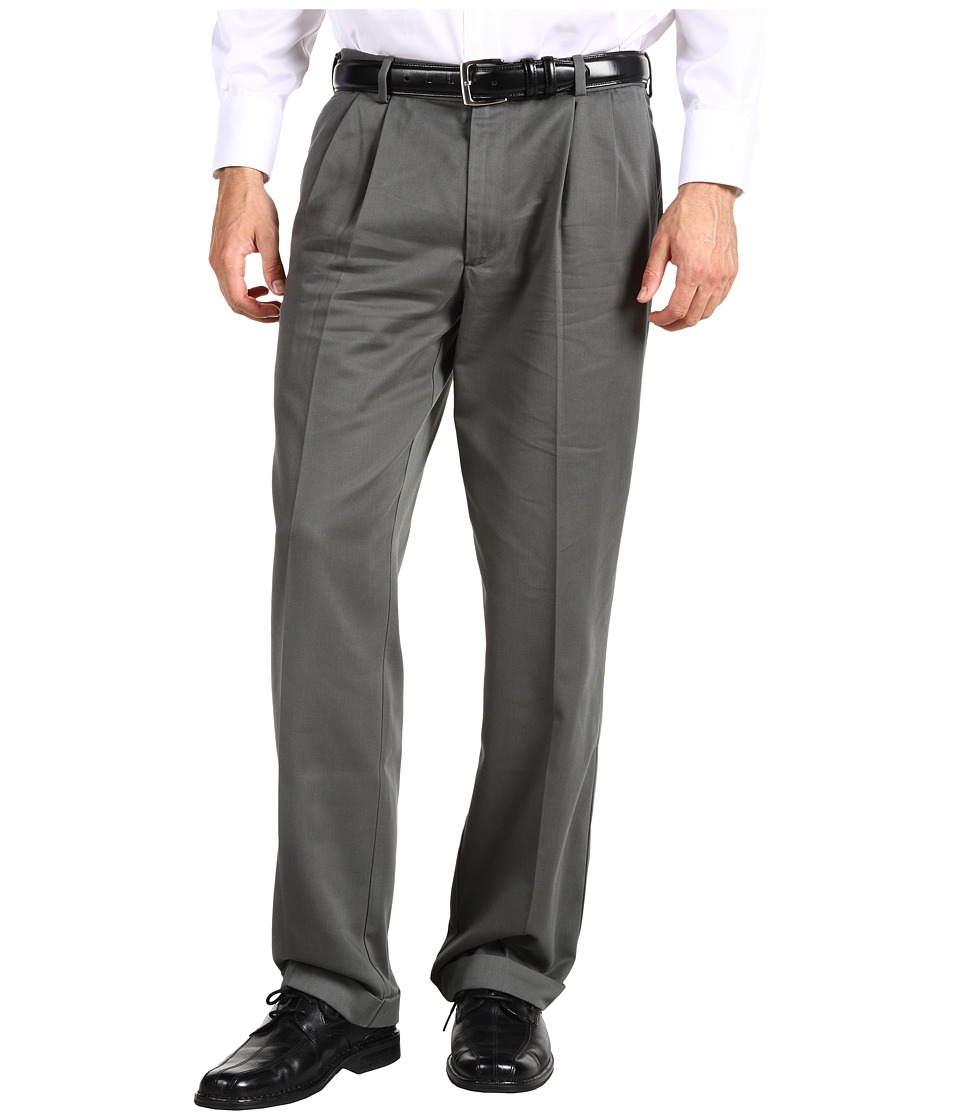 Dockers Men's - Comfort Waist Khaki D3 Classic Fit Pleated (Castlerock) Men's Casual Pants