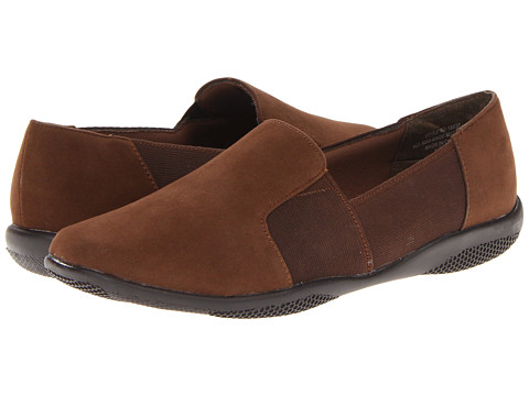 Annie Maxey (Brown Velvet Suede) Women's Slip on  Shoes