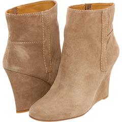 Nine West GottaRun (Taupe Suede) Footwear