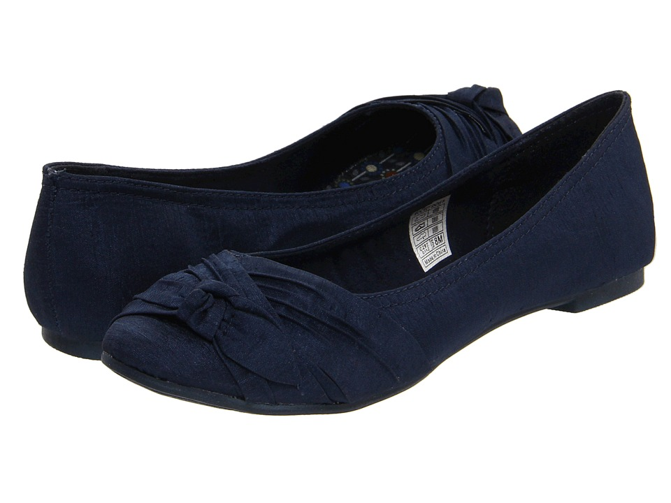 Rocket Dog - Memories (Navy Thai Silk) Women's Slip on Shoes