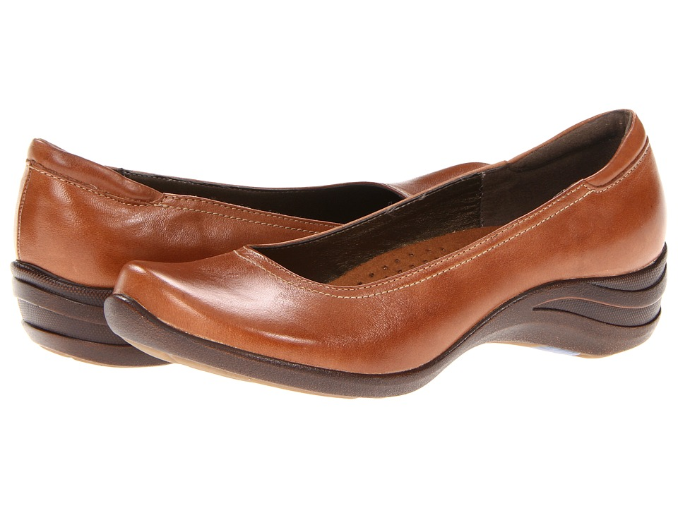 Hush Puppies - Alter Pump (Tan Leather) Women's Slip on Shoes