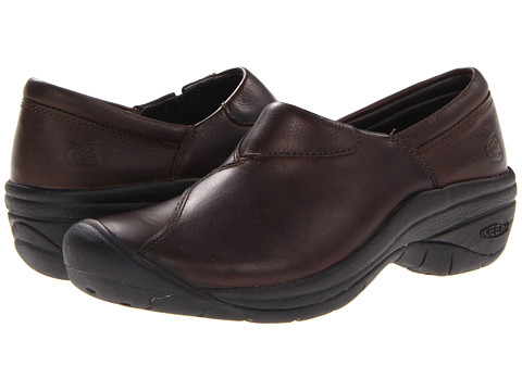 Keen - Concord Slip-On (Cascade Brown) Women's Clog Shoes