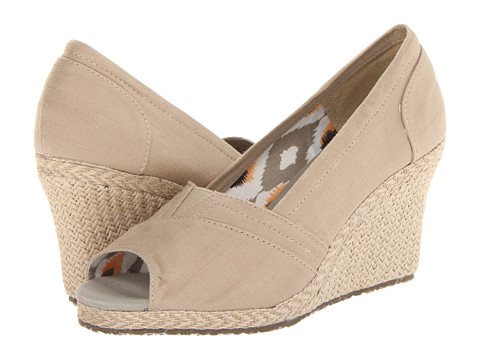 SKECHERS - Cali Club (Taupe) Women's Wedge Shoes