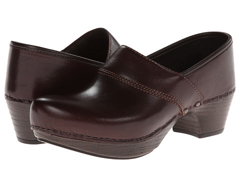 Dansko - Prima (Raisin Veg) Women's Clog Shoes