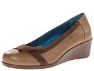 VIONIC with Orthaheel Technology Chloe Bow Wedge (Tan)