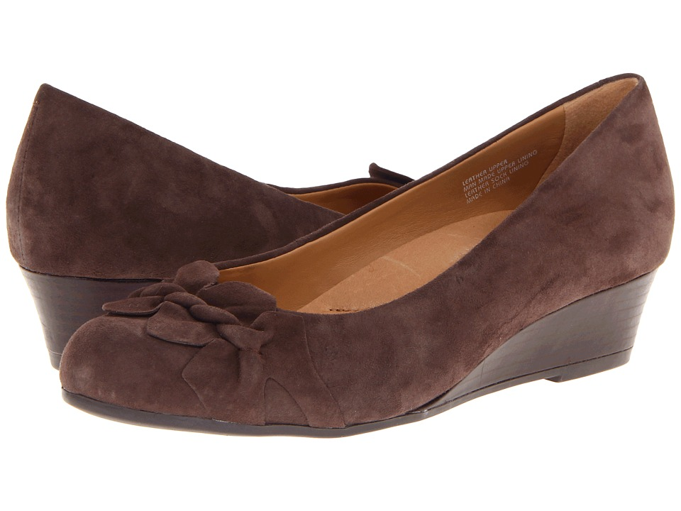 Earth - Teaberry (Dark Taupe Suede) Women's Wedge Shoes