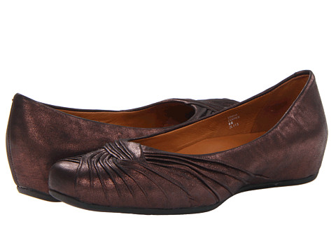 Earth - Vanya Earthies (Copper Distressed Leather) Women's Slip-on Dress Shoes