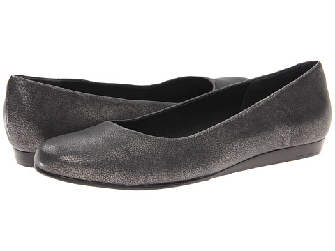 Rose Petals - Fine (Black Antique Metallic Leather) Women's Shoes