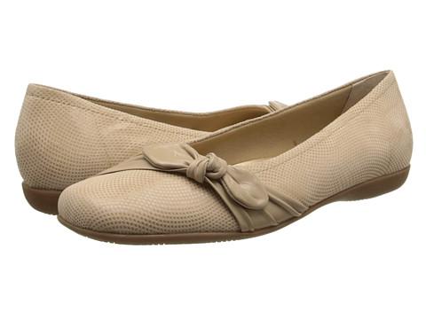 Trotters - Suki (Nude Mini Dot Patent Suede Leather) Women