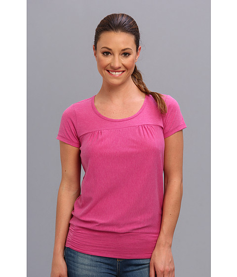 Royal Robbins - Briza S/S (Dragon Fruit) Women's Short Sleeve Pullover
