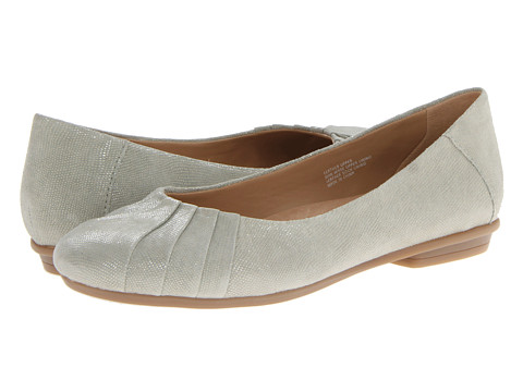 Earth - Bellwether (Leaf Pebble Print Suede) Women's Shoes