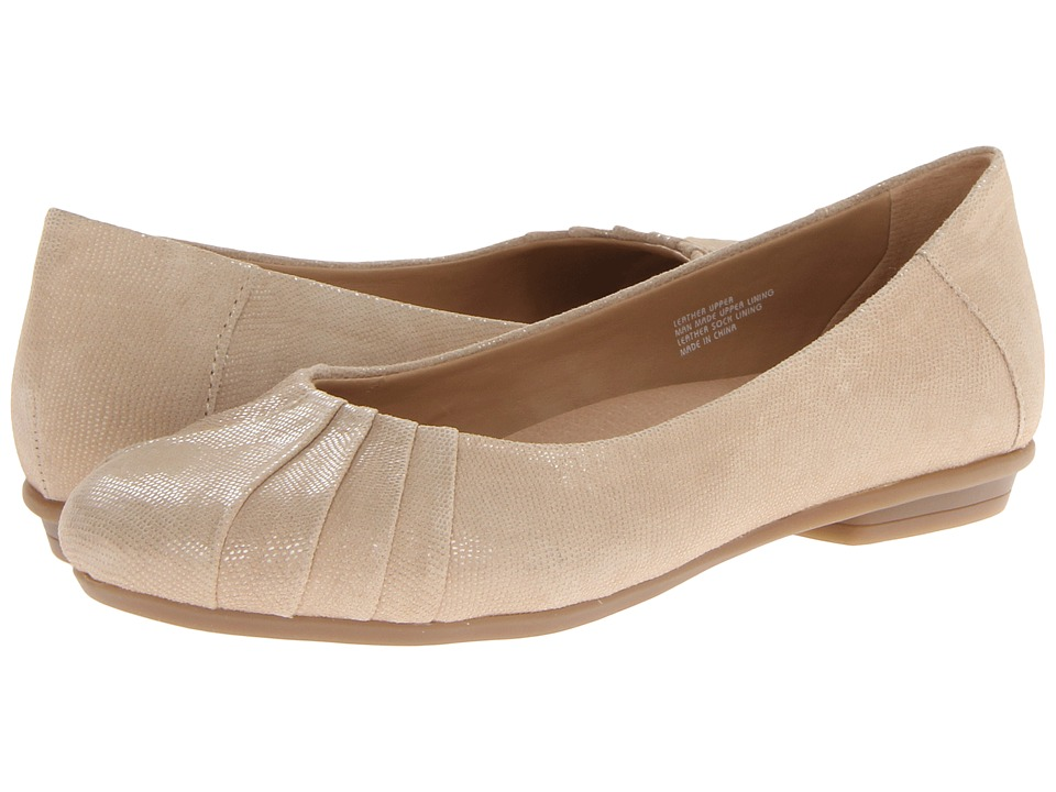 Earth - Bellwether (Mouton (Beige) Pebble Print Suede) Women's Shoes
