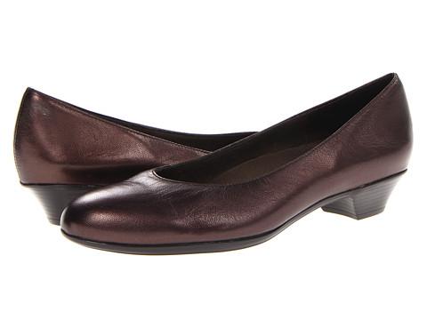 Munro American - Meg (Bronze Metallic Leather) Women's Flat Shoes
