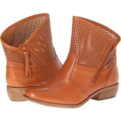 Fergie Mantra (Saffron) Footwear
