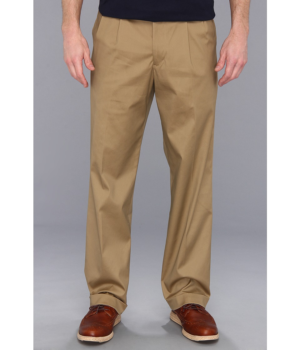 Dockers Men's - New Iron Free Khaki D3 Classic Pleat (Dark Wheat) Men's Casual Pants