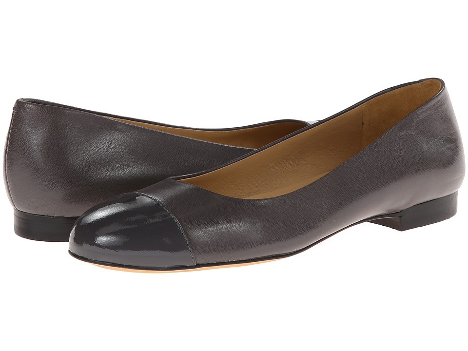 Trotters - Chic (Dark Grey Glazed Kid Leather/Patent Leather) Women's Slip on Shoes