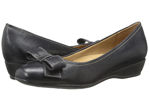 Trotters - Landry (Navy Casual Veg Leather) Women's Slip on Shoes