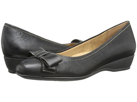 Trotters - Landry (Black Casual Veg Leather) Women's Slip on Shoes
