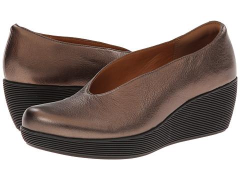 Clarks - Claribel Flare (Bronze Metallic Leather) Women