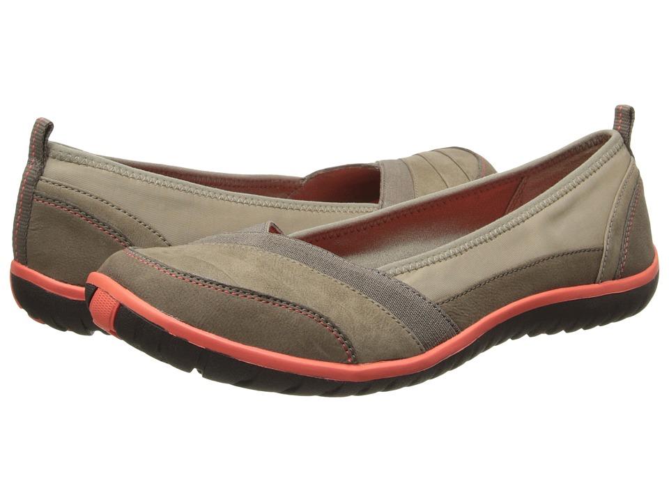Clarks - Ibeeck Pleat (Beige Leather) Women