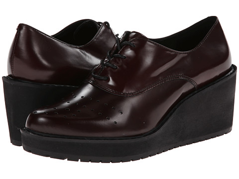 Clarks - Game Oval (Burgundy Leather) Women's Wedge Shoes
