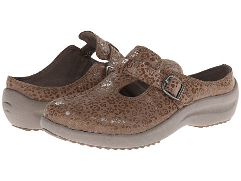 SKECHERS - Savor - Relish (Taupe) Women's Slip on Shoes