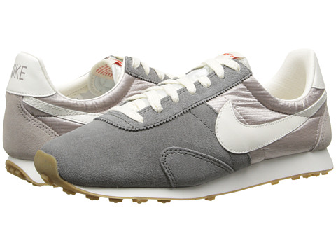 Nike - Pre Montreal Racer Vintage (Flat Pewter/Medium Orewood Brown/Team Orange/Sail) Women