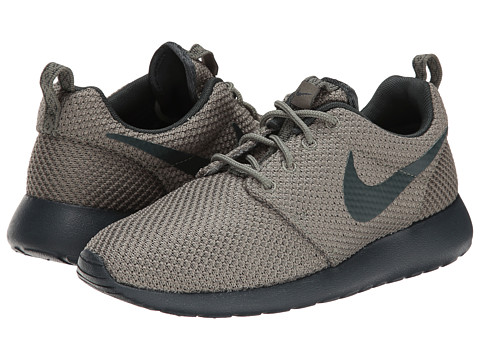 Nike - Roshe Run (Iron Green/Seaweed) Men's Classic Shoes