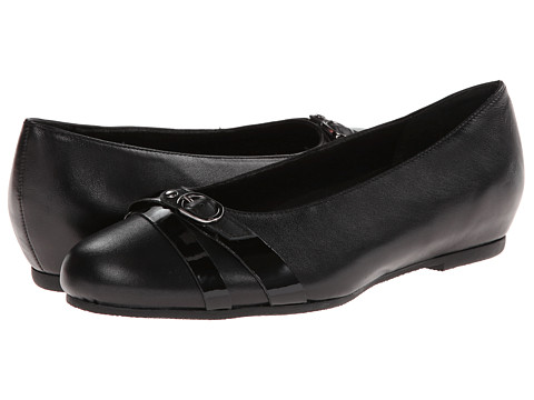 Munro American - Josie (Black Kid Patent) Women's Flat Shoes