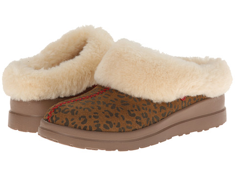 UGG - Dreams (Chestnut Leopard Suede) Women's Slippers