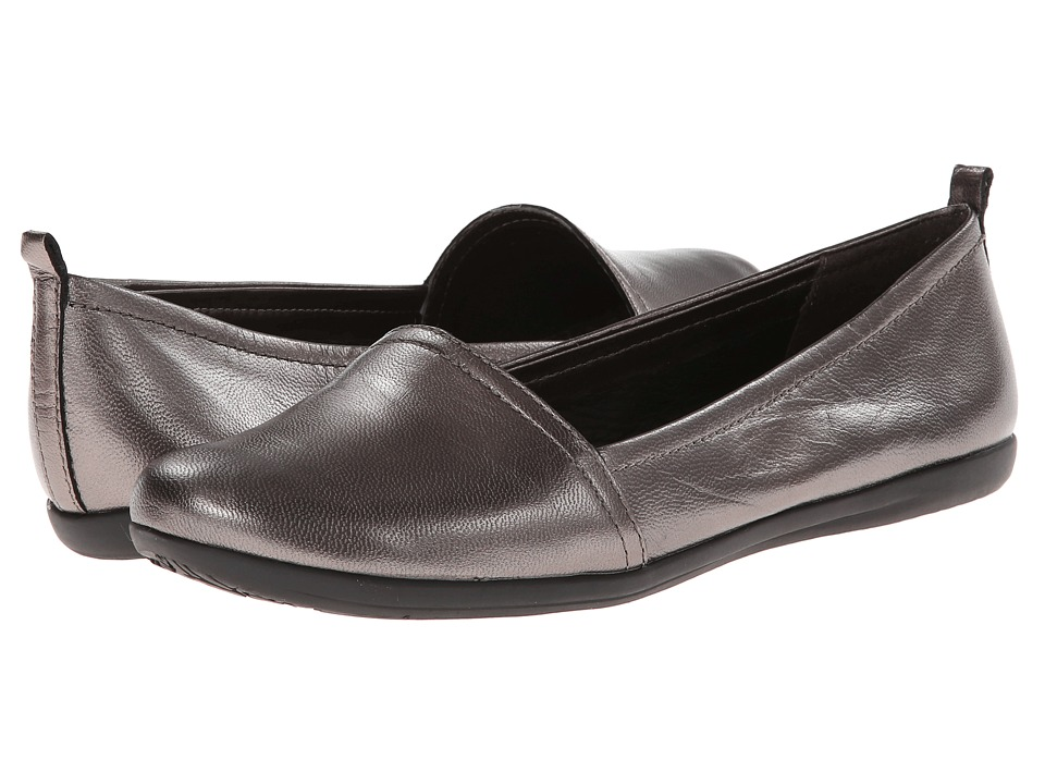 Bare Traps - Wisk (Pewter Leather) Women's Slip on Shoes