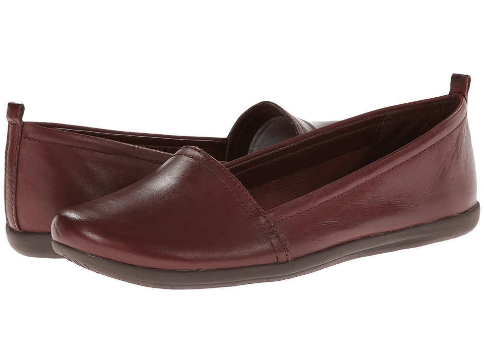 Bare Traps - Wisk (Brush Brown Leather) Women's Slip on Shoes