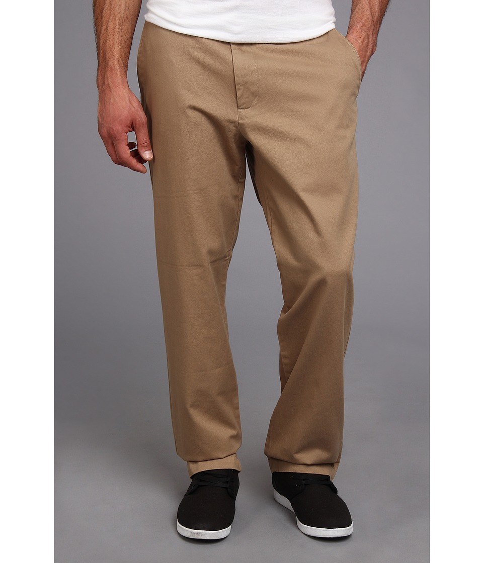 Dockers Men's - Game Day Khaki D3 Classic Fit Flat Front Pant (University of Wisconsin - New British Khaki) Men's Casual Pants
