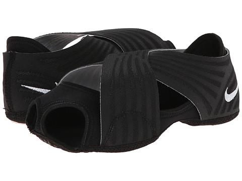 Nike - Studio Wrap 3 (Black/Cool Grey/White) Women