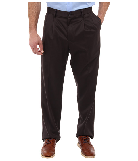 Dockers Men's - Signature Khaki D3 Classic Fit Pleated (After Dark) Men's Casual Pants