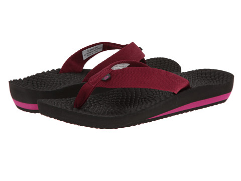 Rafters - Antigua Flip Flop (Berry) Women's Shoes