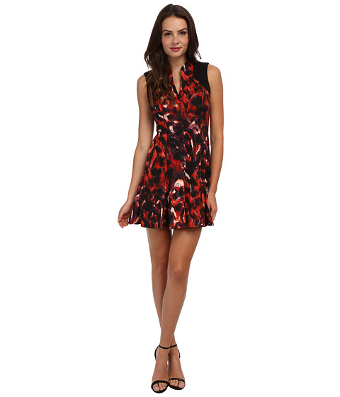 Jessica Simpson - Sleeveless Flare Dress with V-Neck Front and Back Yoke (Print) Women's Dress