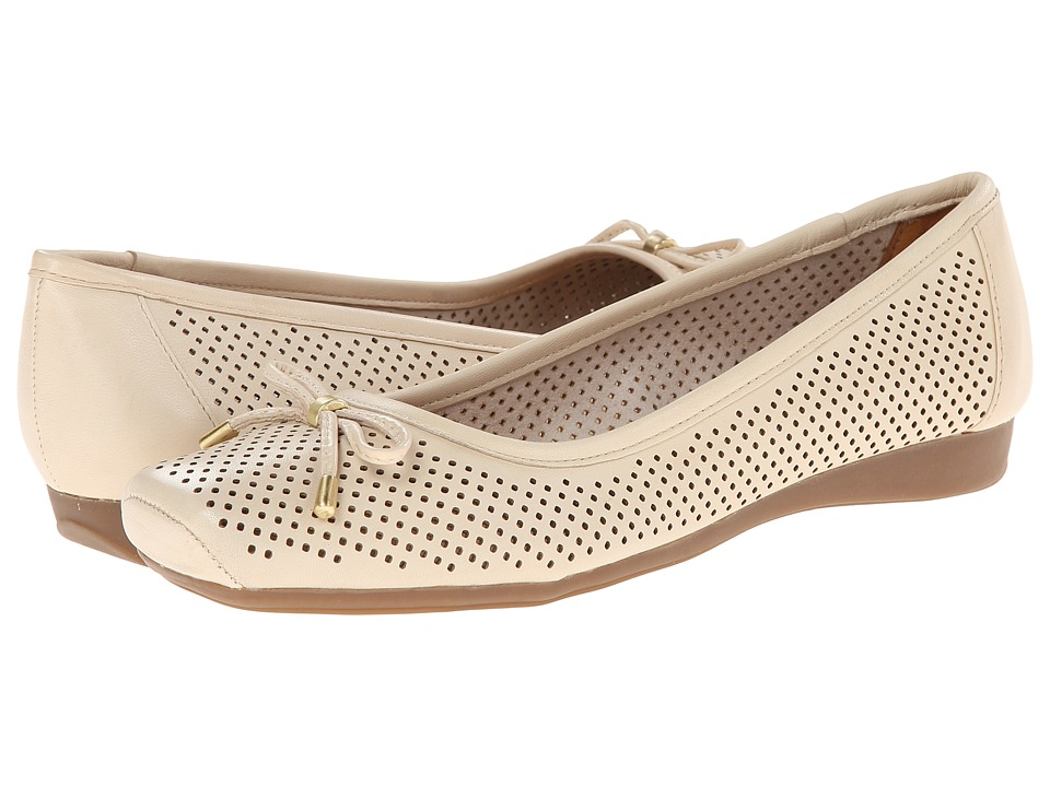 Naturalizer - Vanessa (Pale Ivory Leather) Women's Slip on Shoes