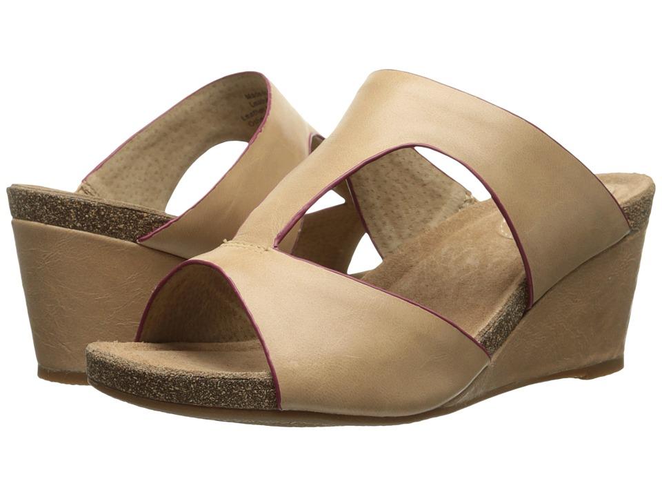 SoftWalk Jermaine (Bisque/Magenta Soft Dull Leather) Women
