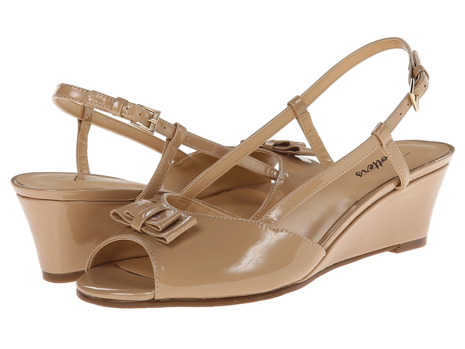 Trotters - Milly (Nude Patent Leather) Women's Wedge Shoes