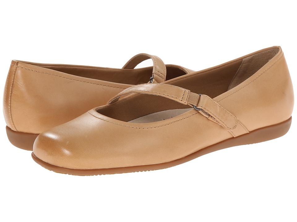 Trotters - Simmy (Bisque Soft Dull Leather) Women's Flat Shoes