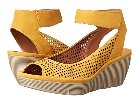 Clarks - Clarene Prima (Honey Nubuck) Women's Wedge Shoes