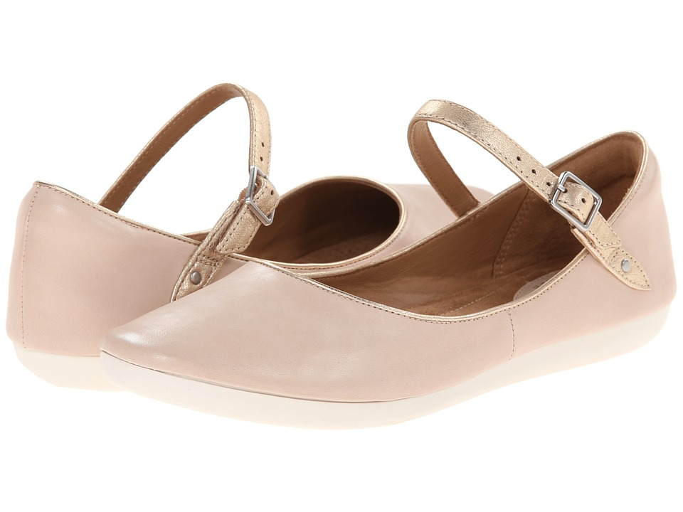 Clarks - Feature Film (Blush Pink) Women's Flat Shoes